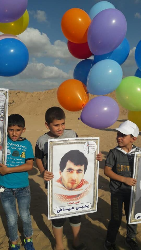 "Balloons bearing pictures of Palestinian shaheeds and terrorist prisoners, in the eastern part of the al-Bureij refugee camp. One is a picture of Yahya Ayash, ""the engineer,"" a leading figure in organizing suicide bombing attacks against Israel in the 1990s (Twitter account of Mustafa Ayash, director of Gaza al-A'an, June 30, 2018)."