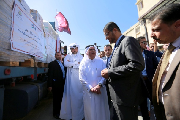 Presenting medicine and medical equipment to the ministry of health in the Gaza Strip in the participation of Mohammed al-'Amoudi, chairman of the Qatar Committee for the Reconstruction of Gaza (Facebook page of the Qatar committee, June 30, 2018).