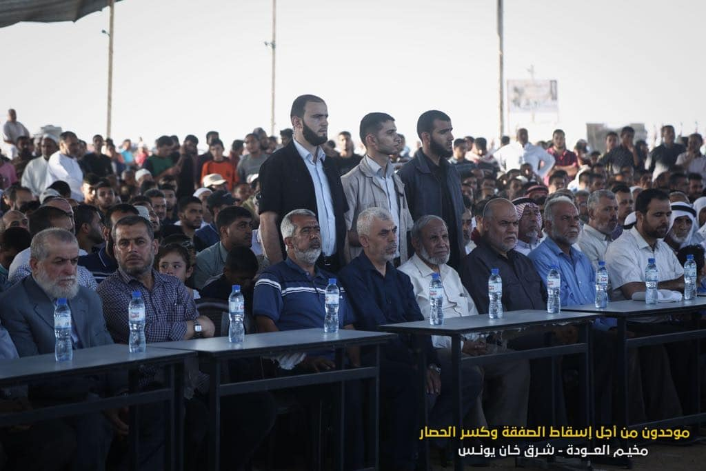 Memorial service attended by senior Hamas and Palestinian Islamic Jihad (PIJ) figures. Right: From left to right, Nafaz Azzam from the PIJ, Yahya al-Sinwar and Mahmoud al-Zahar (Facebook page of Abu Wassim Abd al Hadi, July 6, 2018)