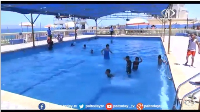 Gazans forced to use swimming pools because of the high level of pollution along the coast (Paltoday YouTube channel, July 2, 2018).