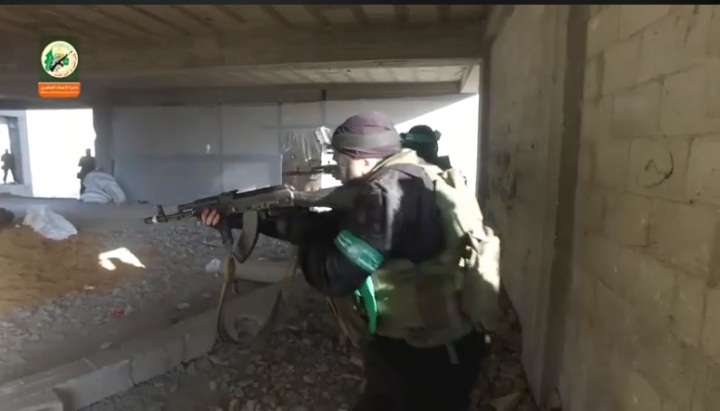 Pictures from March 2018 of Hamas operatives during urban warfare training in the al-Katiba building. The facility is next to the Sheikh Ziad mosque. A tunnel was dug beneath it (Facebook page in Arabic of Israeli Coordinator for Government Activities in the Territories, July 15, 2018).