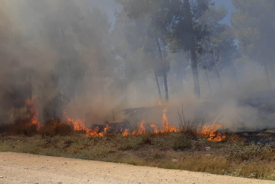Fire in one of the communities in the western Negev on July 15, 2018, after the ceasefire went into effect (Jewish National Fund, July 15, 2018).
