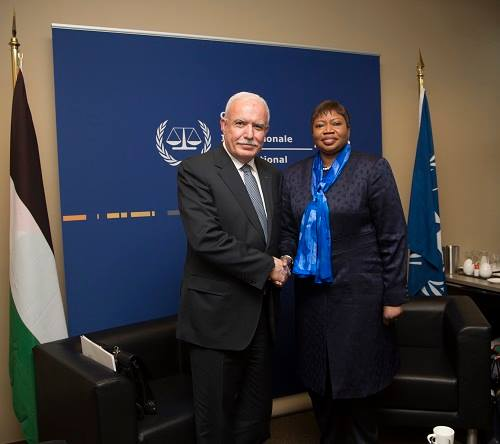 Riyadh al-Maliki, Palestinian foreign minister, meets in The Hague with Fatou Bensouda, the chief prosecutor of the ICC (Facebook page of the Palestinian foreign ministry, July 16, 2018).