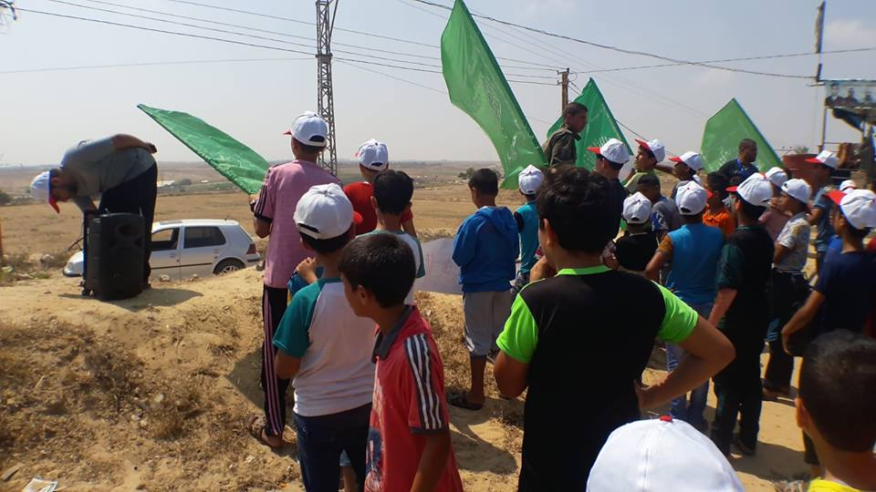 Campers in the Qarara neighborhood patrol near the security fence in eastern Khan Yunis (Facebook page of the summer camps committee in Khan Yunis, July 17, 2018).