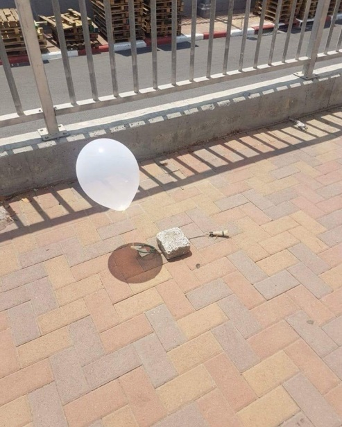 An balloon launched from the Gaza Strip that landed in the southern Israeli city of Sderot, possibly an explosive balloon (QudsN Facebook page, July 23, 2018).