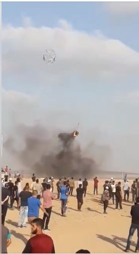 "‏‏A kite with a burning tire launched from eastern Gaza City (Facebook page of the ""supreme national authority of the return march,"" August 3 and 5, 2018)."
