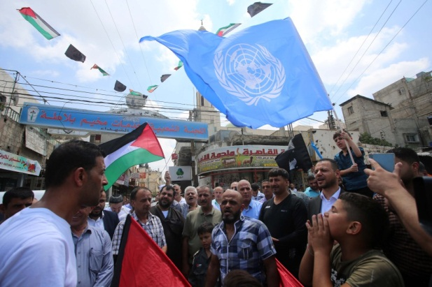 Matthias Schmale, UNRWA director of operations in the Gaza Strip, during an interview (Ma'an, August 2, 2018). Left: Anti-UNRWA demonstration in the Balata refugee camp in Nablus to protest the firing of hundreds of employees (Wafa, August 3, 2018).