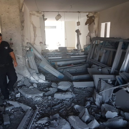 Damage to a home in Sderot (Israel Police Force spokesman's unit, August 8, 2018).