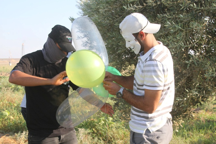 Launching incendiary balloons in eastern Gaza City during the