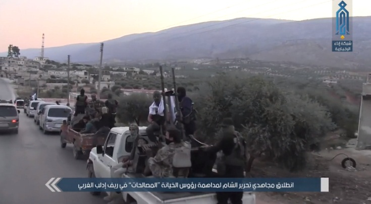 Convoy of operatives of the Headquarters for the Liberation of Al-Sham on their way to carry out the arrests (Ibaa, August 20, 2018).