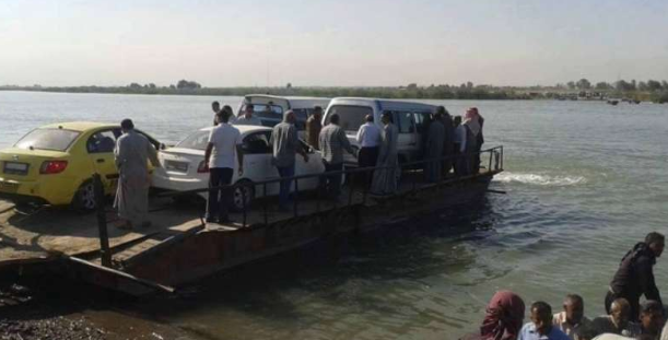 Ferry loaded with vehicles and people before crossing the Euphrates River (Orient News, August 27, 2018)
