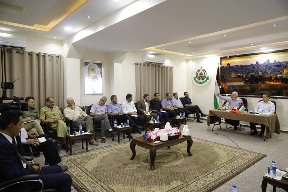 Yahya al-Sinwar meets with authors and media personnel, 2018 (Hamas website, August 30, 2018).