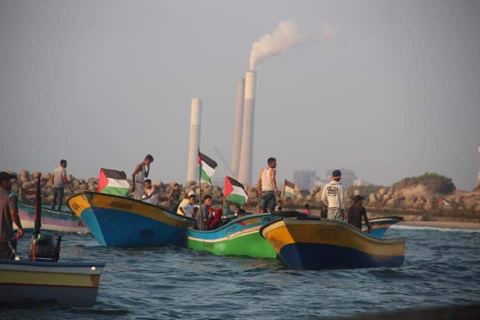 The boats sailing towards Gaza's northern border (Twitter accounts of Palinfo and Palestine Online, September 2, 2018).