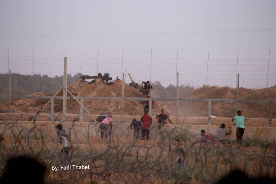 Palestinians crossing the security fence east of the Al-Bureij refugee camp and entering an (unmanned) IDF outpost (QUDSN Twitter account, September 7, 2018)