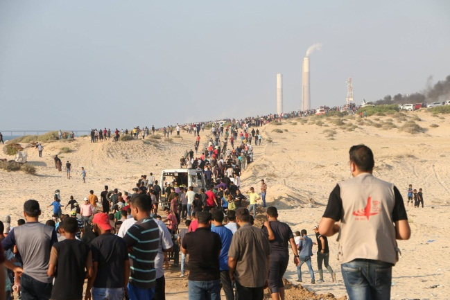 Palestinian demonstration along the coast, held at the same time as the flotilla (Facebook page of the Supreme National Authority of the Return March, September 10, 2018).