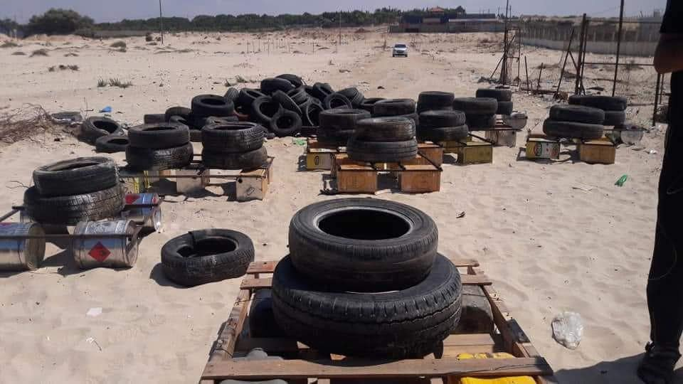 Placing tires on rafts in order to send them burning towards the Israeli coast (Facebook page of the Supreme National Authority of the Return March, September 10, 2018)