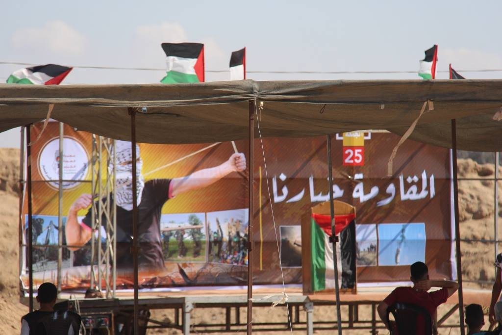 "Display of weapons in the ""return camp"" in the central Gaza Strip, presenting the development of the ""resistance"" (Facebook page of the Supreme National Authority of the Return March, September 14, 2018)"