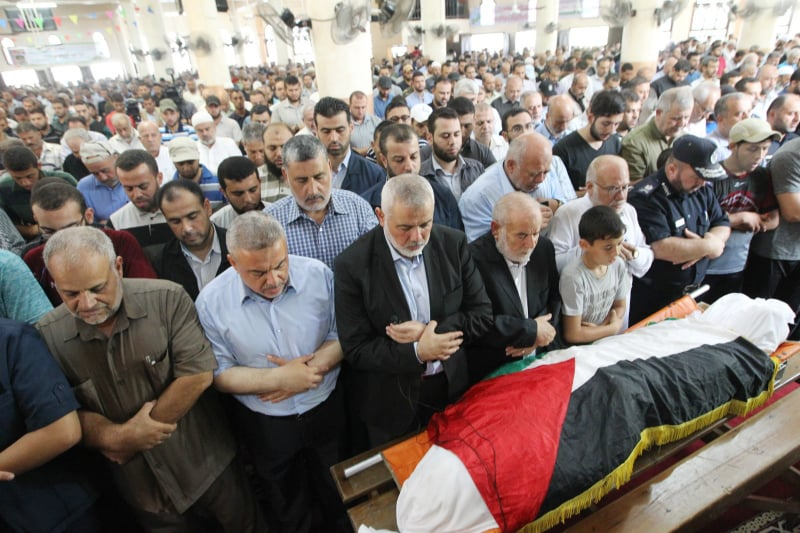 Ismail Haniya and other senior officials of Hamas and the security services attending the funeral (Hamas's website, September 6, 2018)