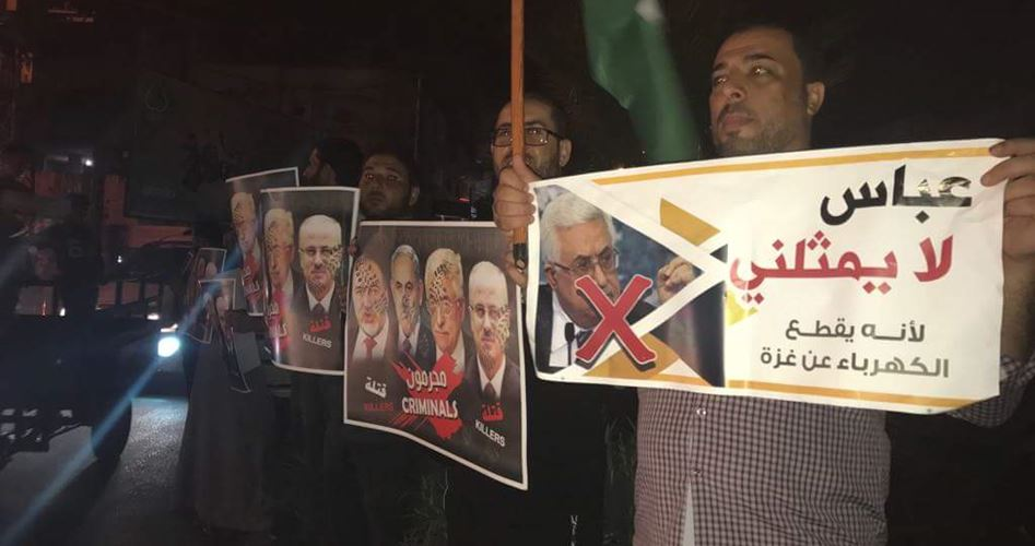 "Protests in the Gaza Strip during Mahmoud Abbas' speech in the UN. Right: Demonstrators with pictures of Israeli Defense Minister Avigdor Lieberman, Israeli Prime Minister Benjamin Netanyahu, Mahmoud Abbas and Palestinian Prime Minister Rami Hamdallah, reading, in both English and Arabic, ""Criminals."""