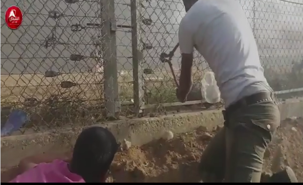 Video of rioters cutting through the security fence and entering Israeli territory (Facebook page of the Supreme National Authority of the Great Return March, October 6, 2018).