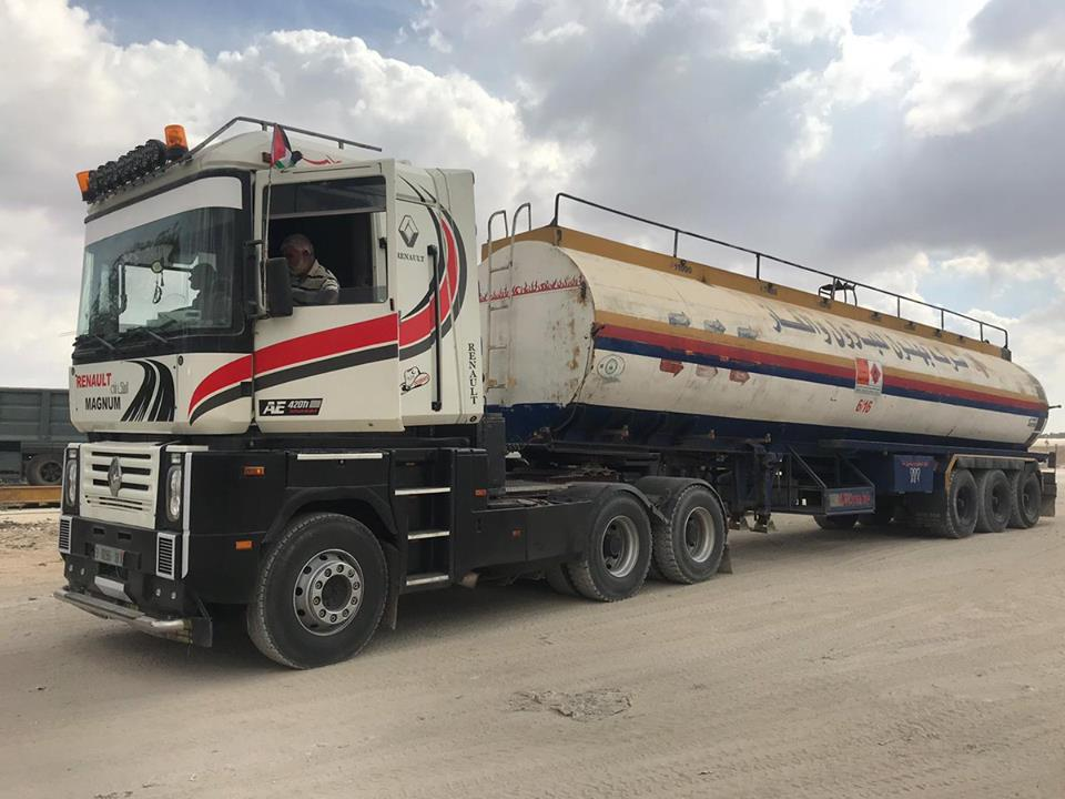 Fuel for the Gaza Strip power plant, bought with funds from Qatar, enters the Gaza Strip under UN supervision (Gaza Now Facebook page, October 9, 2018).