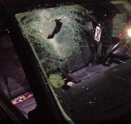 The vehicle hit by stones near the Tapuah Junction in Samaria (Palsawa website, October 14, 2018).