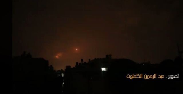 ‏‏Firing rockets from the Gaza Strip (video from the Facebook page of photographer Abd al-Rahman al-Kahlut, October 17, 2018).