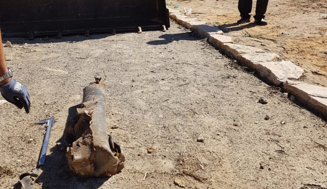 The remains of the unexploded rocket in the schoolyard in the western Negev (Western Negev Security, October 28, 2018).