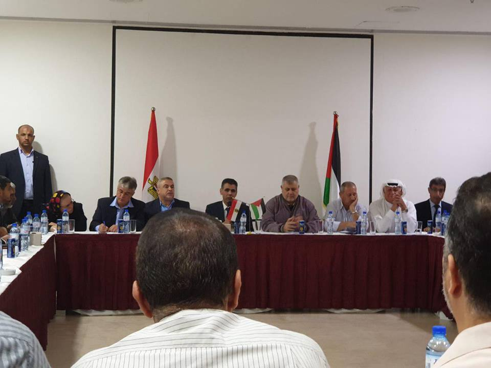 The Egyptian security delegation meets with representatives of the Palestinian organizations and the Supreme National Authority of the Return March in the Gaza Strip (QudsN Facebook page. November 1, 2018).
