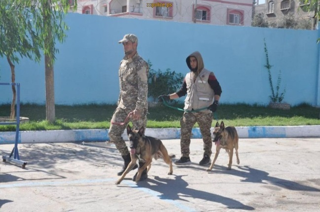 Police dogs search for explosives (website of the Palestinian police in the Gaza Strip, November 1, 2018; the Facebook page of the ministry of the interior in the Gaza Strip, November 1, 2018).