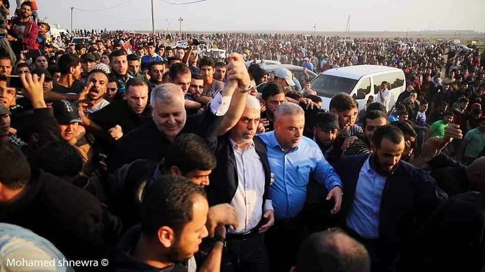 Yahya al-Sinwar (white shirt) and Khaled al-Batash in eastern Gaza City (Supreme National Authority Facebook page, November 9, 2018).