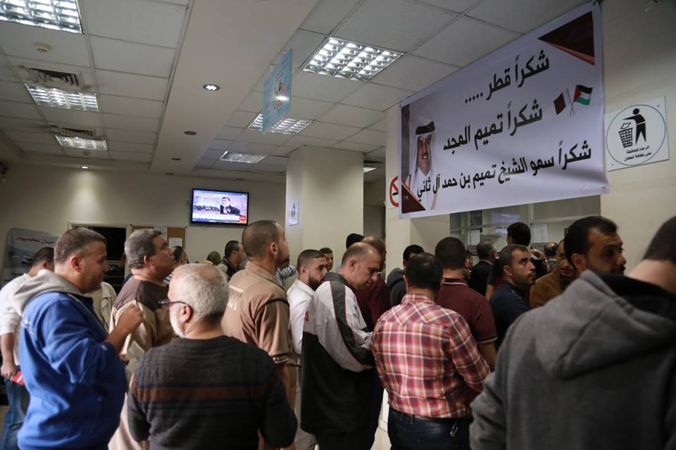 Paying salaries to Hamas officials at post office branches in the Gaza Strip. The sign on the wall at the left thanks Qatar's ruler, Sheikh Tamim bin Hamad (Facebook page of the Qatari Committee for the Reconstruction of Gaza, November 10, 2018).