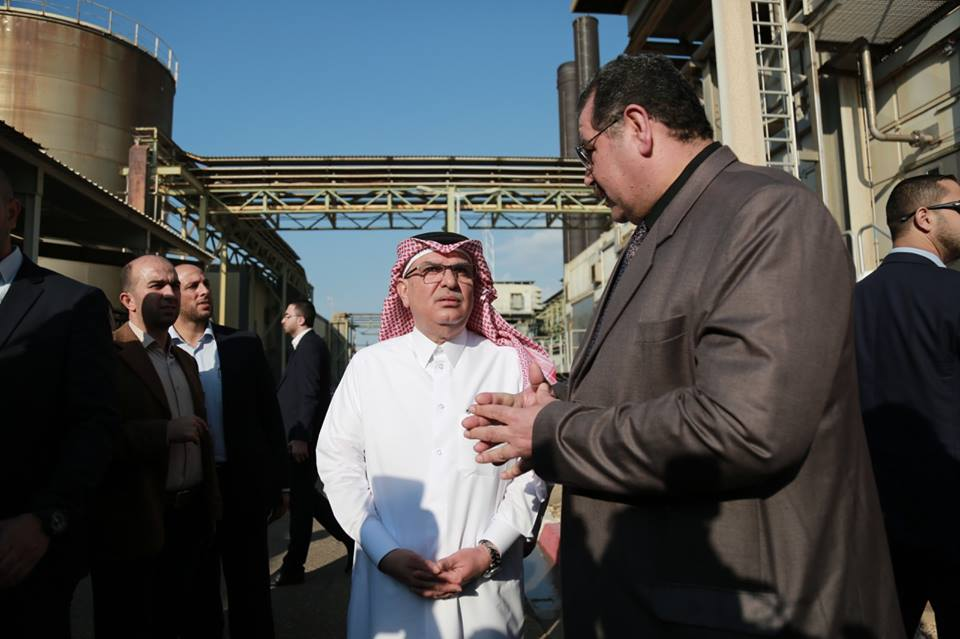 Mohammed al-Emadi (center) visits the Gaza Strip power plant (Facebook page of the Qatari Committee for the Reconstruction of Gaza, November 10, 2018).