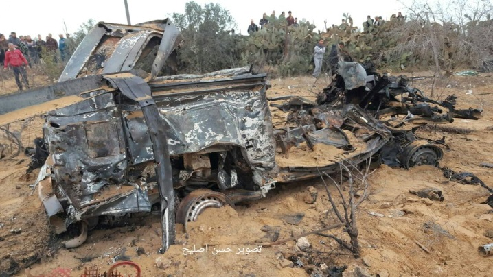 The vehicle used by the Israeli soldiers after it was destroyed by the planes (Facebook page of correspondent Hassan Aslih, November 12, 2018).