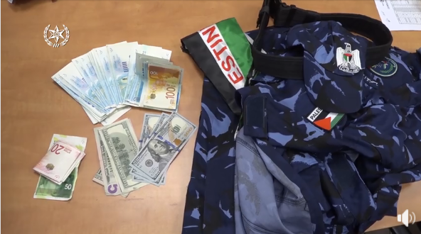 Items found during detentions in east Jerusalem, including Palestinian police uniforms, money, a document of an operative in the Palestinian preventive security apparatus and ammunition (Israel Police Force, November 26, 2018).