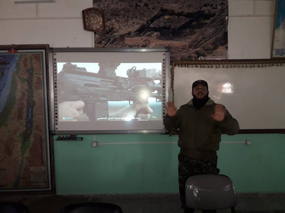 Al-Futuwwa lecture on the AK-12 (a Russian assault rifle) given by a uniformed operative (Facebook page of the national security apparatus in the Gaza Strip, November 24, 2018).