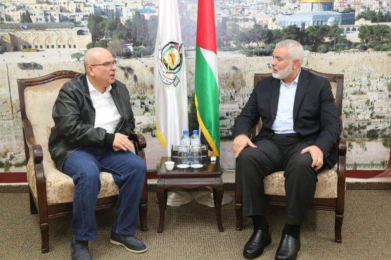 Mohammed al-Emadi meets with Isma'il Haniyeh in the Gaza Strip (Palinfo Twitter account, December 6, 2018).