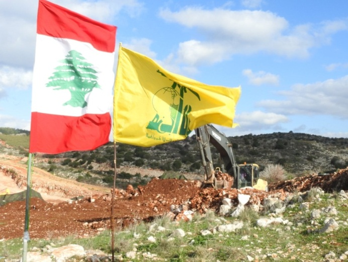 Hezbollah and Lebanese flags a few yards from where IDF forces operate to expose and neutralize the tunnels (Twitter account of Ali Shoeib, correspondent for Hezbollah's al-Manar TV channels, @ali_shoeib, December 15, 2018).