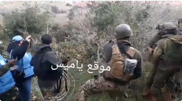 With UNIFIL personnel present, Lebanese army soldiers prevent IDF soldiers from stringing barbed wire on the Blue Line near Meis al- Jabal area (Ali Shoeib's Twitter account, December 17, 2018).