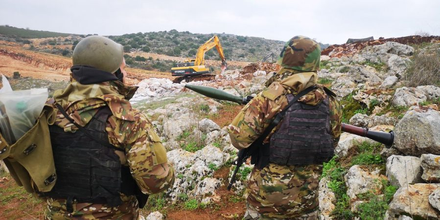 Lebanese army soldiers observe the IDF activity in the Meis al- Jabal area (Ali Shoeib's Twitter account, December 16, 2018).