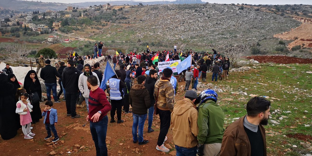 Lebanese civilians demonstrate near IDF activity in the Meis al-Jabal area (Ali Shoeib's Twitter account, December 16, 2018).