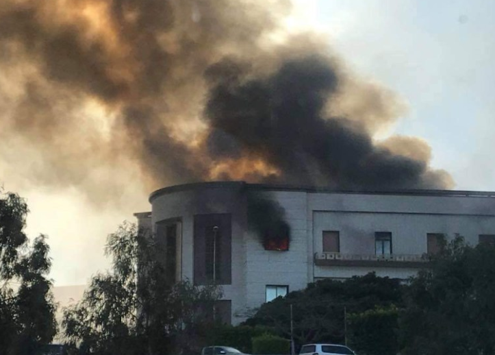 Smoke rising from the headquarters of the Libyan Foreign Ministry in Tripoli (Akhbar Libya, December 25, 2018).