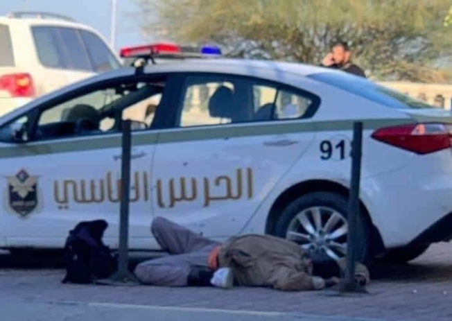 The body of one of the ISIS operatives who took part in the terrorist attack at the headquarters of the Libyan Foreign Ministry in Tripoli (Akhbar Libya, December 25, 2018).