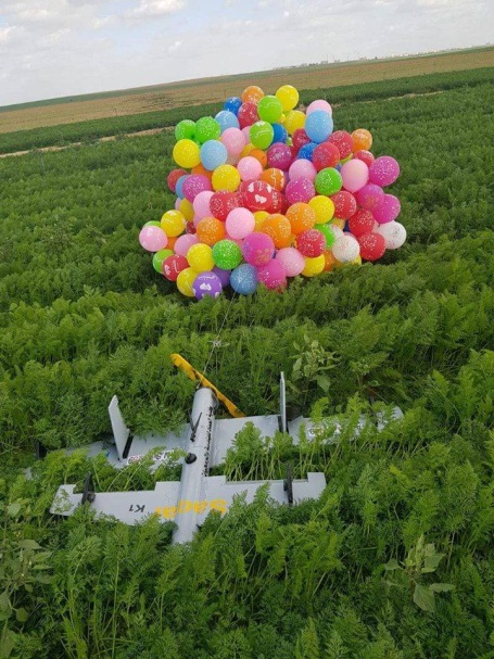 Booby-trapped drone attached to cluster of balloons launched from the Gaza Strip and found near one on the communities near the border (Israel Police Force, January 6, 2019).