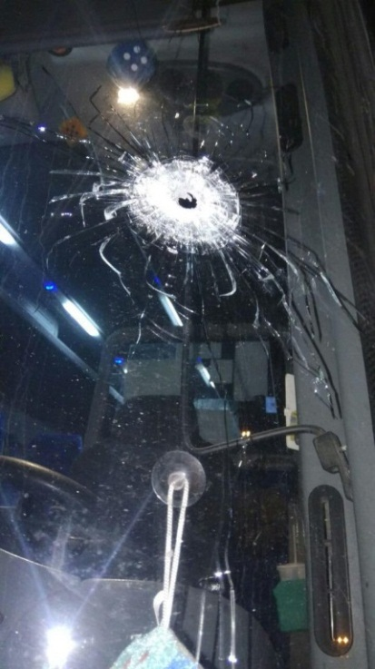 Shooting attack on Israeli bus near Beit El (Filastin al-A'an Twitter account, January 5, 2019).