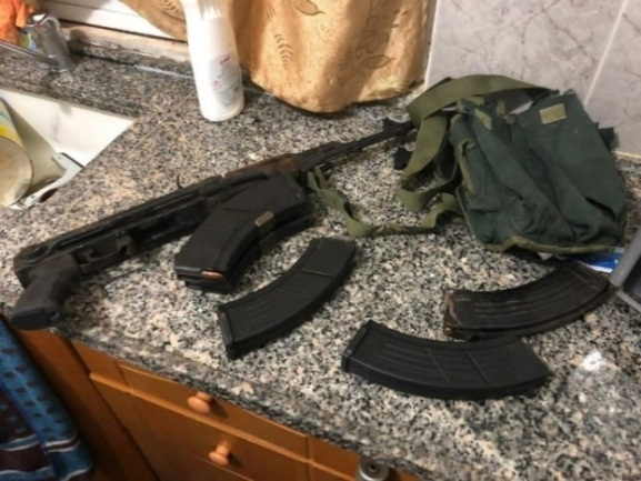 Kalashnikov assault rifle and ammunition seized during the detention of 'Assem Barghouti (Israel Security Agency website, January 8, 2019).
