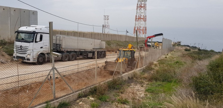 Ali Shoeib reports on the IDF's construction of a security fence in the western sector of south Lebanon (Ali Shoeib's Twitter account, January 1, 2019).