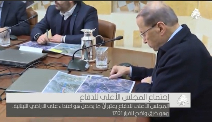 The Lebanese president, and sitting next to him Prime Minister Sa'ad Hariri, examine maps updating the IDF activity along Israel's northern border (General Michel Aoun's Facebook page, January 10, 2019).
