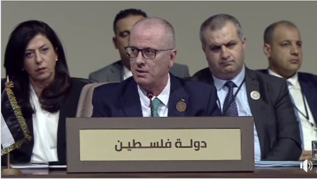 Rami Hamdallah speaking at the Arab League economic conference in Beirut.