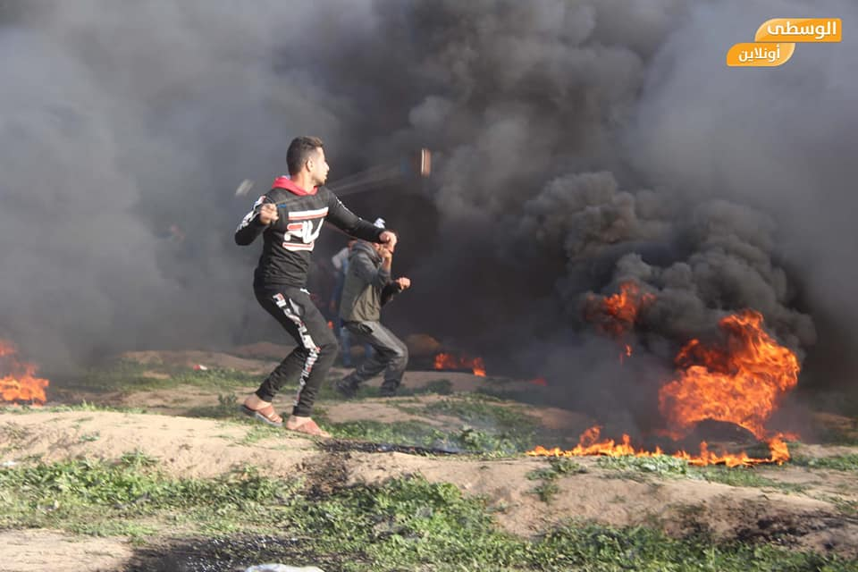 Palestinian rioters burn tires and throw stones in the central Gaza Strip (Supreme National Authority Facebook page, February 1, 2019).